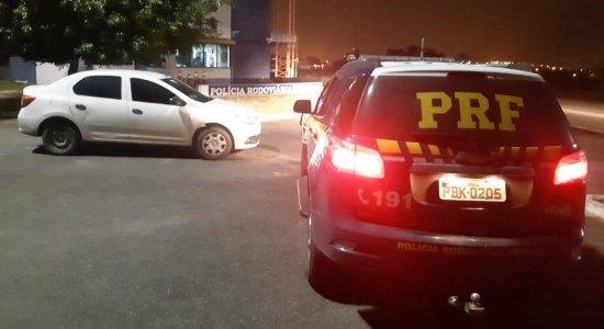 Após tentar fugir da polícia por 10 km, homem é detido com carro roubado em Caruaru