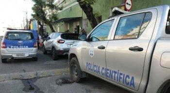 Segundo testemunhas, a vítima estava caminhando pela na Rua São Geraldo quando foi abordada pelos criminosos.