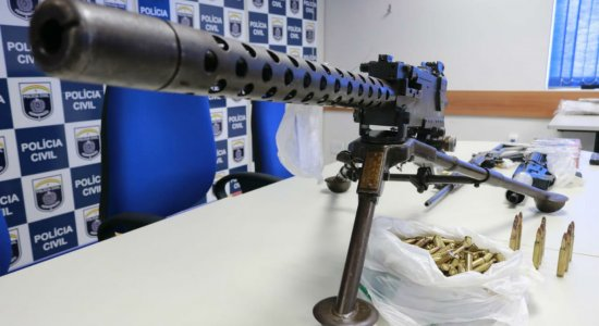 Em operação, Polícia Civil prende 6 suspeitos de tráfico de drogas; metralhadora e fuzis foram apreendidos