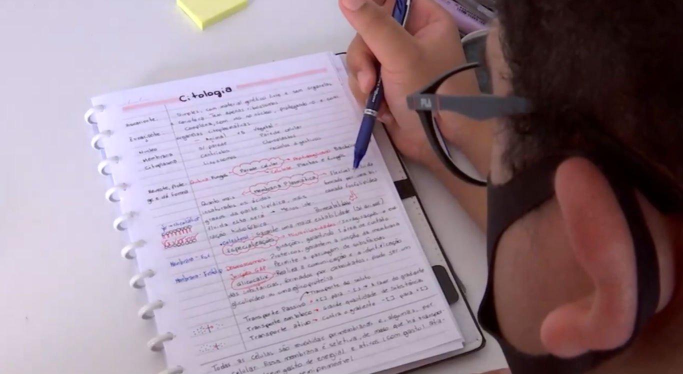 Estudantes se adaptam ao ensino remoto