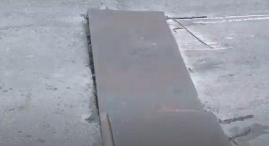 Placas de metal soltas podem causar acidentes no viaduto da Joana Bezerra