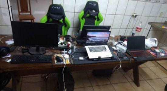 Escritório com estações de trabalho foi montado para fraudar auxílio emergencial