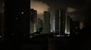 Apagão atingiu vários bairros do Recife e Região Metropolitana na noite desta quinta-feira (13)