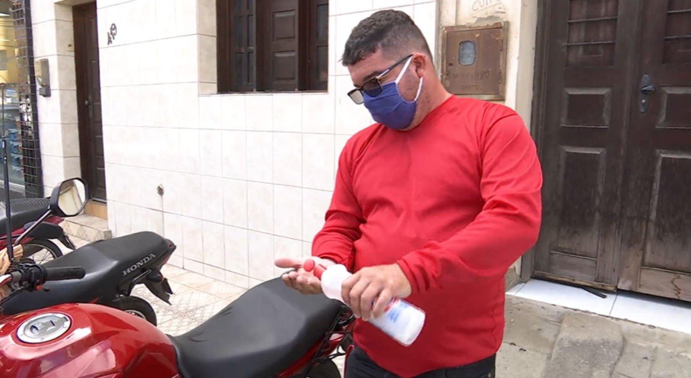 Mototaxistas precisam fazer higienização das motocicletas