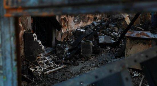 Incêndio atingiu um depósito na Avenida Cruz Cabugá, no Recife