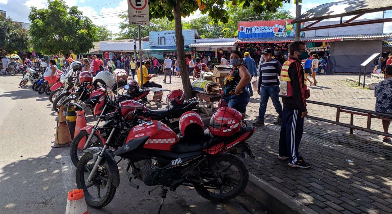 Ponto de mototáxi na Feira de Artesanato, em Caruaru