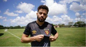 Lucas Venuto estava no Santos antes de acertar com o Sport.