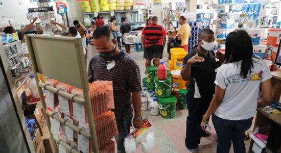 Consumidores reclamam de preços e falta de produtos em armazéns de construção na pandemia
