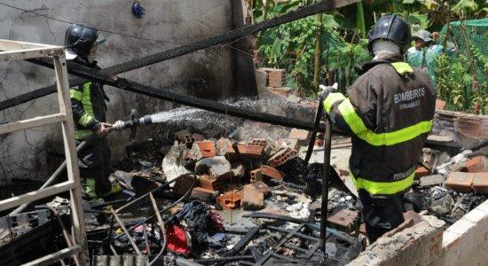 Mulher morre ao atear fogo na casa e deixa marido em estado grave em Camaragibe