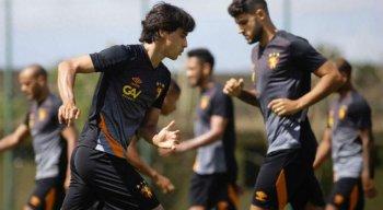 Volante Ricardinho pode entrar entre os titulares do Sport nesta quinta-feira.