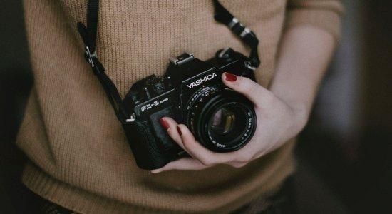 Advogado explica os crimes para quem filma ou fotografa pessoas em situações íntimas