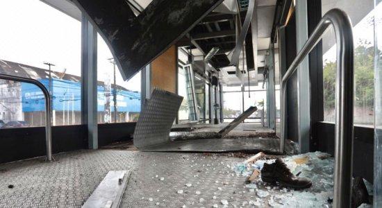 Estação Araripina do BRT no Recife é, mais uma vez, alvo de vandalismo