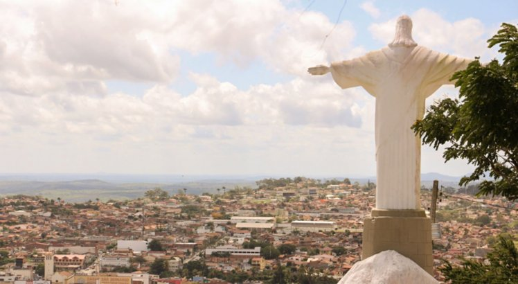 Do Alto do Cruzeiro, é possível ver zona urbana da cidade