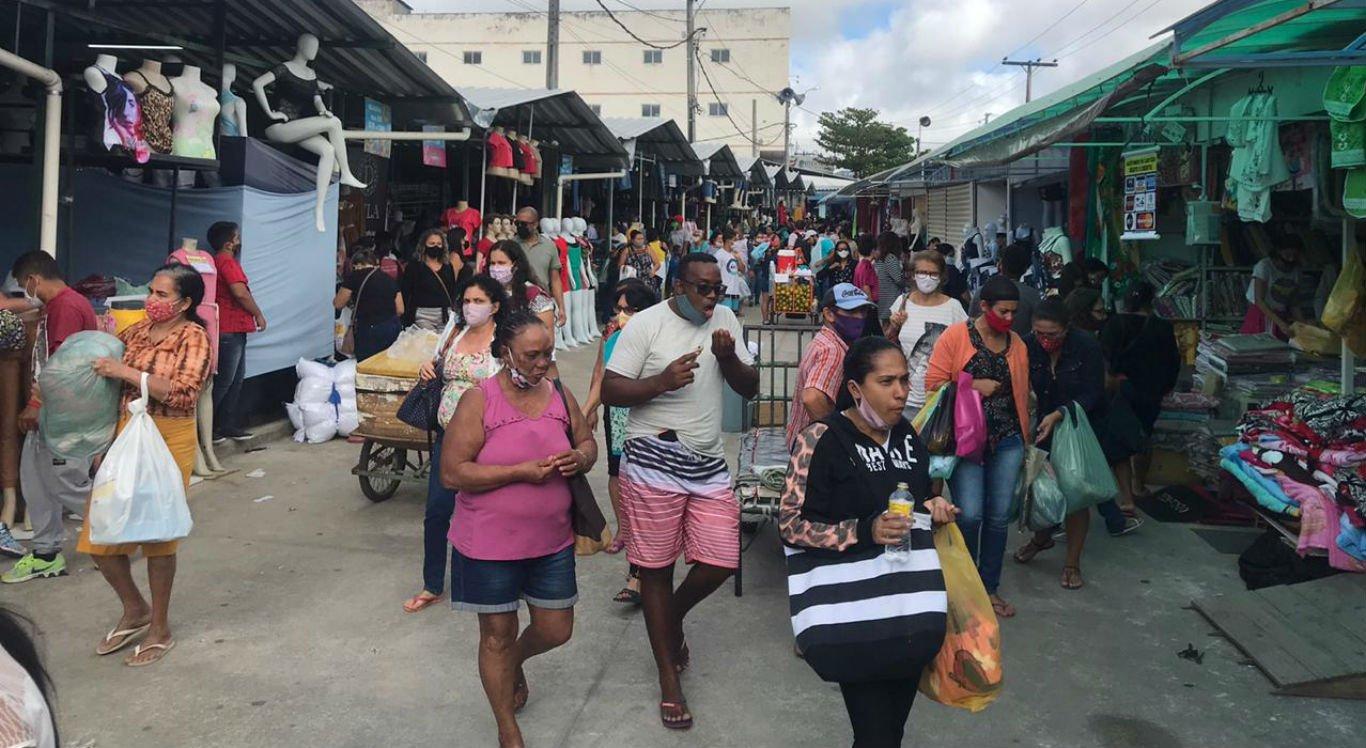Movimentação na manhã desta segunda-feira (24) na Feira da Sulanca, em Caruaru