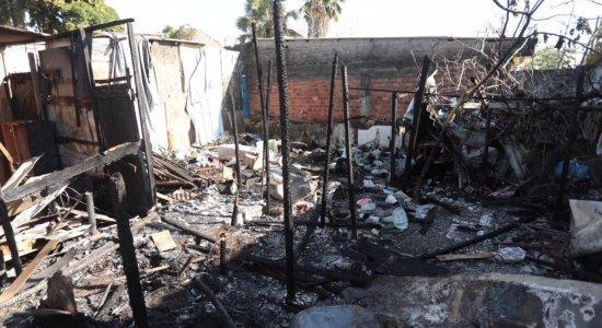 Incêndio destrói quatro moradias na Comunidade do Bode, no Recife