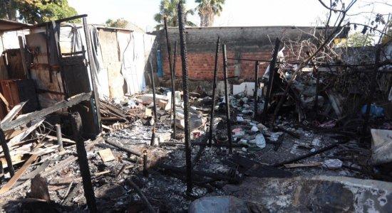Incêndio destrói quatro barracos no Pina, na Zona Sul do Recife