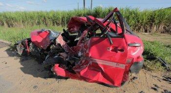 O veículo em que a vítima fatal estava ficou completamente destruído