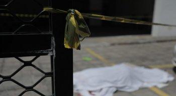 Homem morre após cair da janela de um prédio na rua Bruno Veloso, em Boa Viagem.