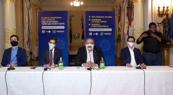 Secretários estaduais durante coletiva de imprensa