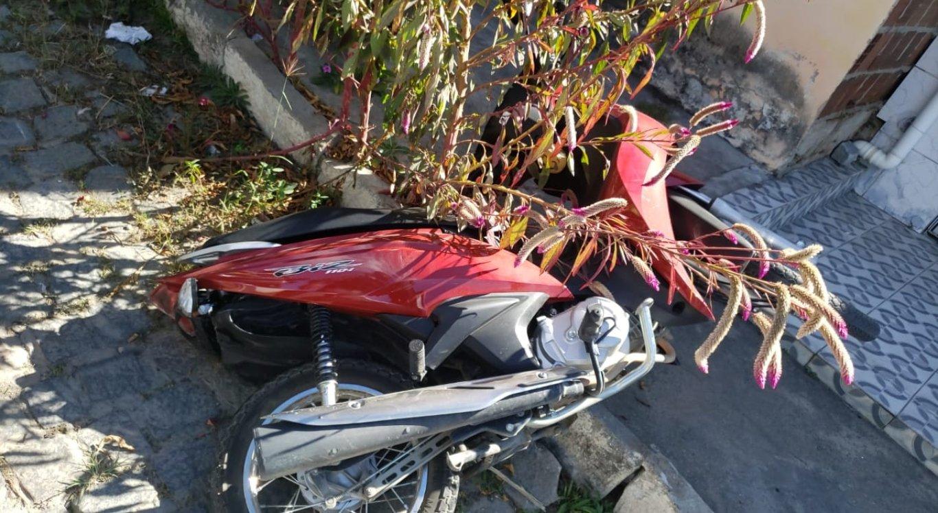 Homem atropelou três pessoas, duas delas estavam em uma motocicleta