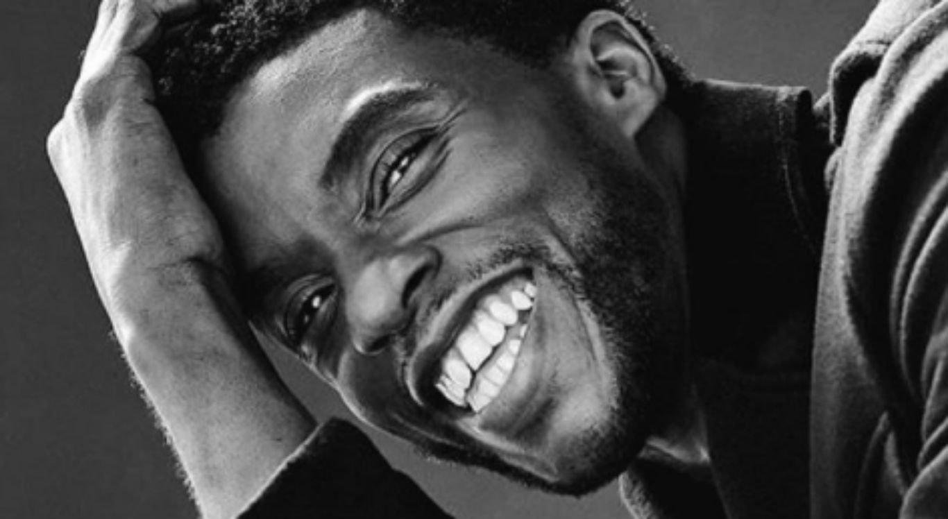Ator Chadwick Boseman, protagonista de Pantera Negra, faleceu aos 43 anos