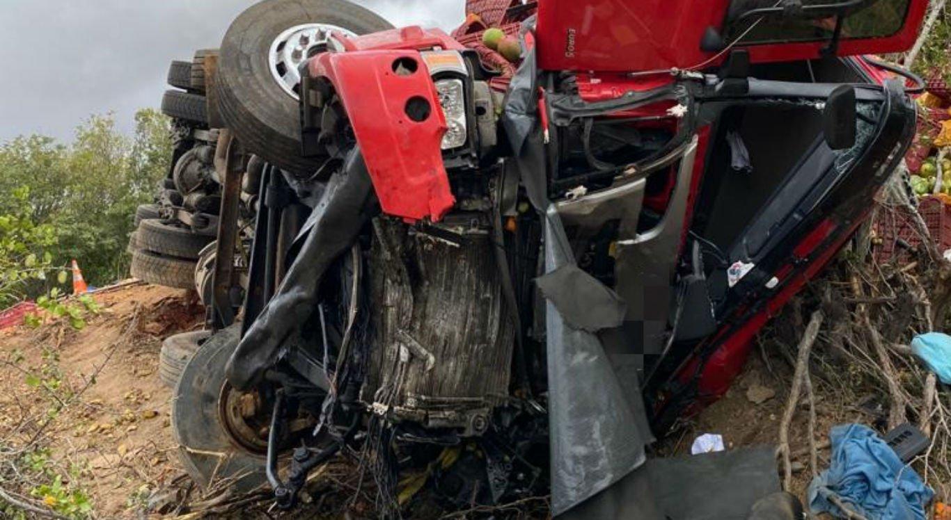 Três pessoas morreram e outras três ficaram feridas após colisão