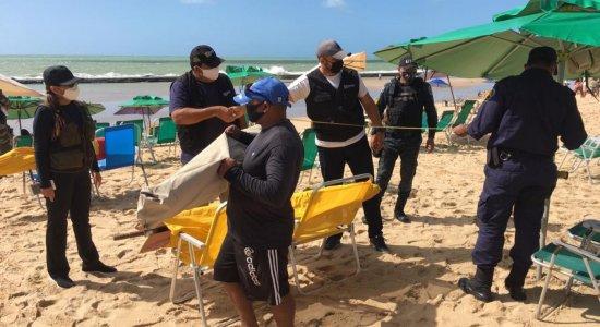Volta do comércio nas praias do Recife é marcada por fiscalização