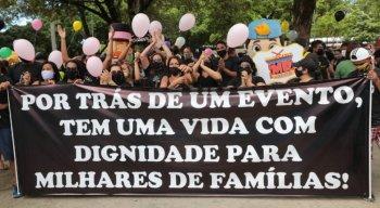 Profissionais realizaram protesto nesta terça-feira (1º) para cobrar retomada das atividades