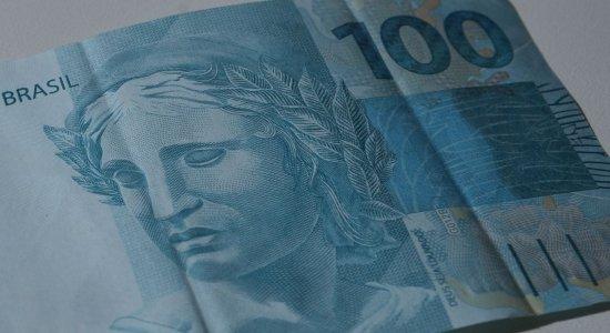 Mulher é presa ao comprar celular com notas falsas em Olinda