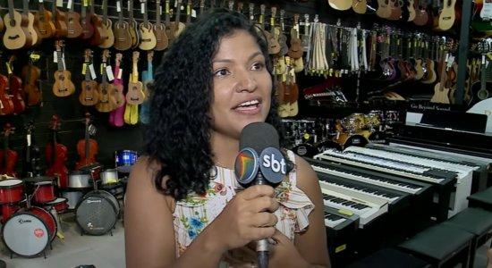 Conheça Jéssyca Paixão, a mulher que cantou em loja na Rua da Concórdia, no Recife, e viralizou