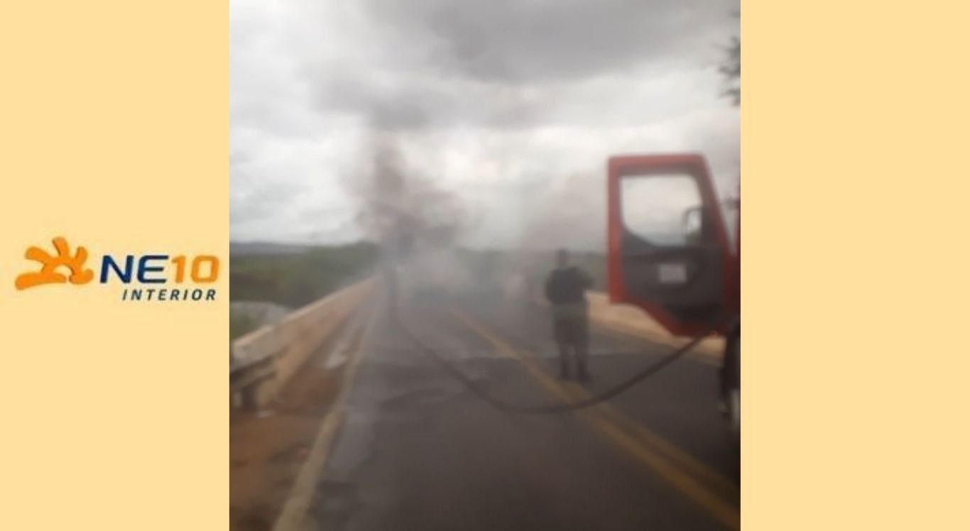 Segundo informações da Polícia Rodoviária Federal, dois veículos participaram da ação