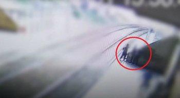 Os bandidos renderam o vigilante na plataforma do metrô