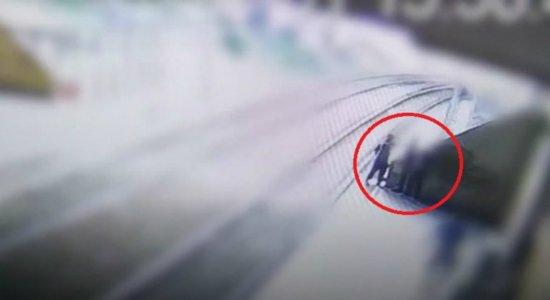 [Vídeo] Vigilante do metrô do Recife é atacado e tem arma levada por bandidos