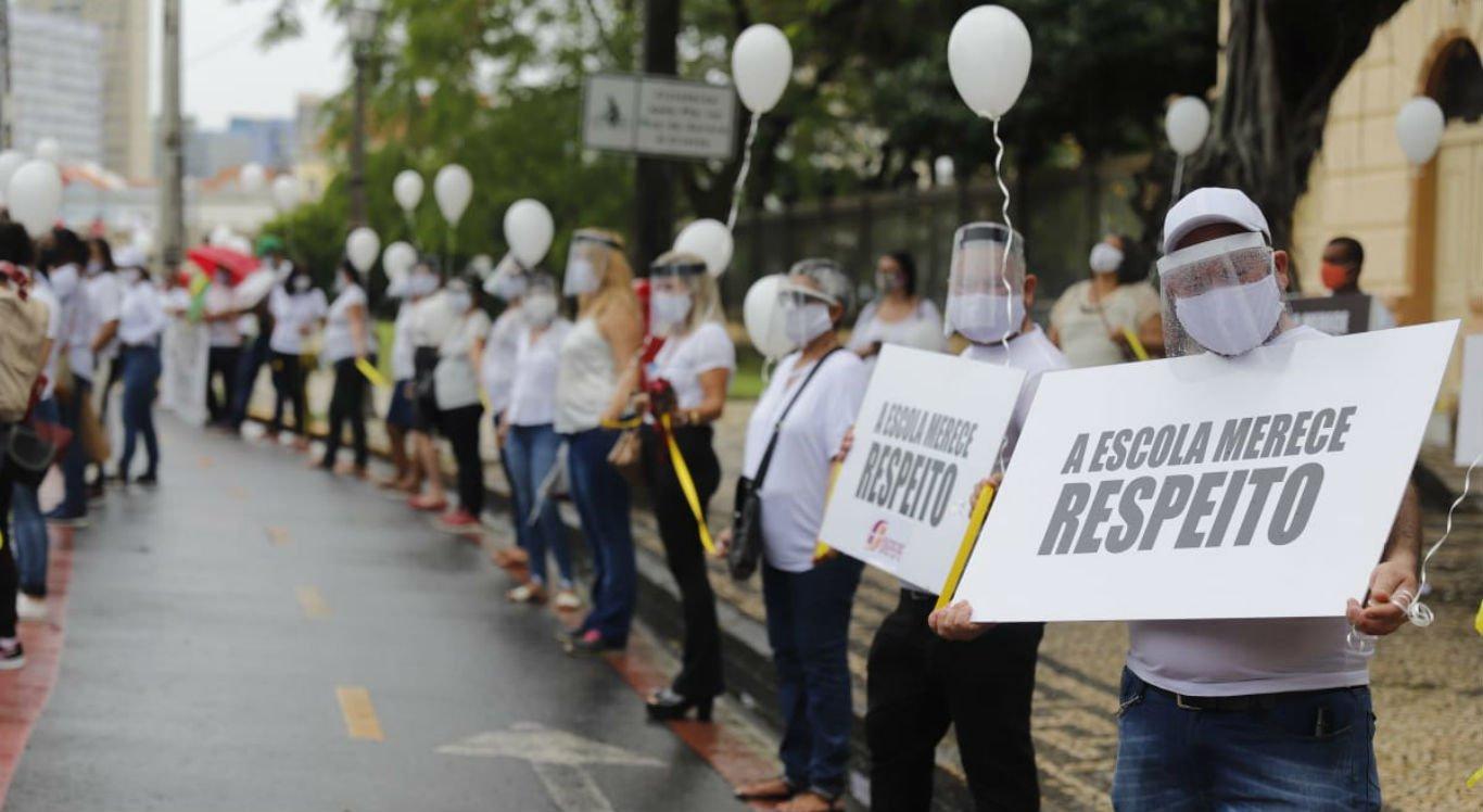 Manifestação aconteceu em frente ao Palácio do Campo das Princesas