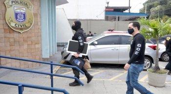 Na execução, estão sendo empregados 130 (cento e trinta) Policiais Civis, entre Delegados, Agentes e Escrivães.