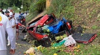 O carro estava carregado de frutas e verduras.
