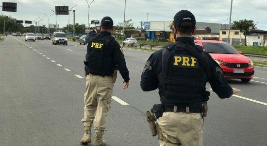 PRF realiza ações educativas de trânsito na BR-101