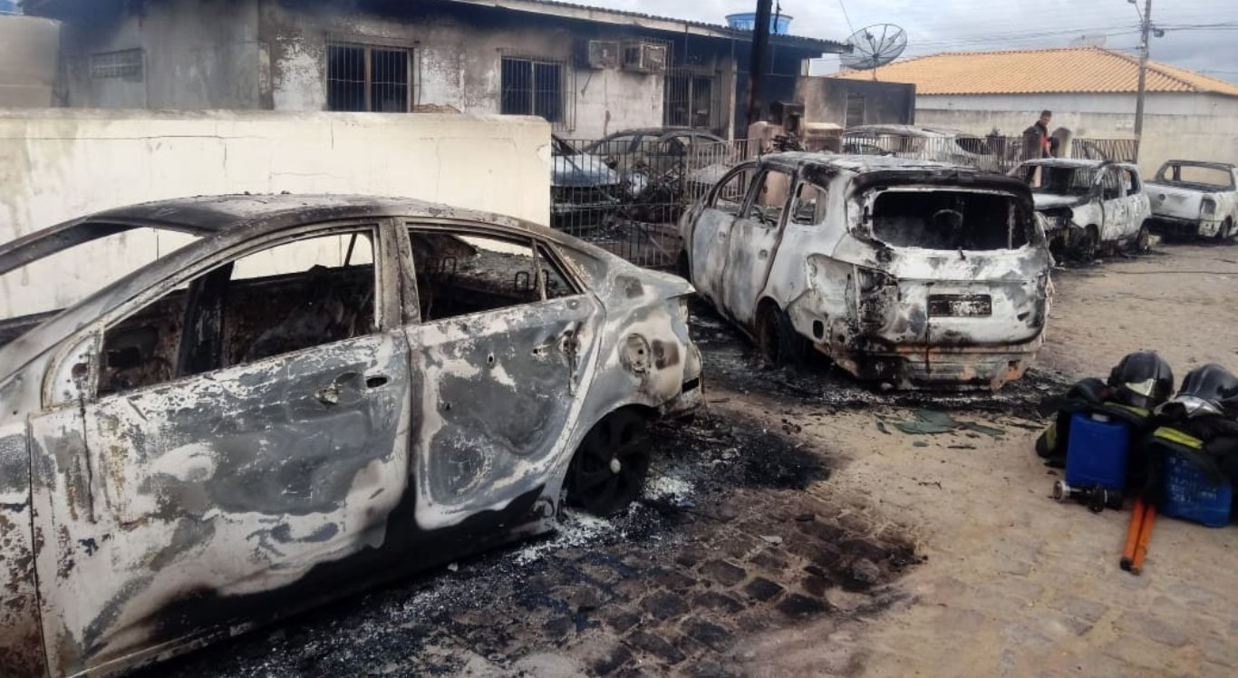 Incêndio atingiu veículos