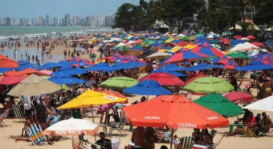 Domingão de feriado na praia de Boa Viagem