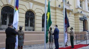 Bandeiras do Brasil e Pernambuco foram erguidas no Palácio do Campo das Princesas