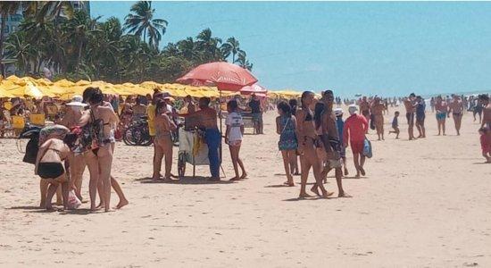 Uso de máscara é raro em movimentação na praia de Boa Viagem no feriado de 07 de setembro