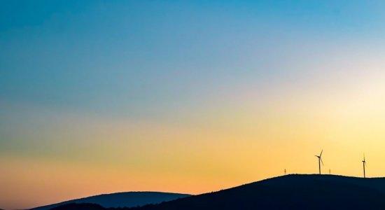 O relatório ainda identificou as energias eólica e solar como o melhor investimento para o futuro