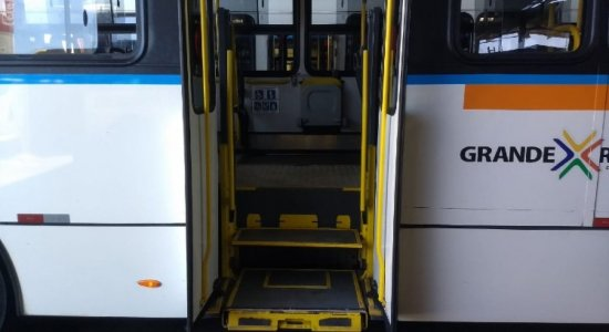 """""""Vai contra tudo que acontece no Brasil"""", diz presidente da Urbana-PE sobre fim da dupla função dos motoristas de ônibus no Recife"""