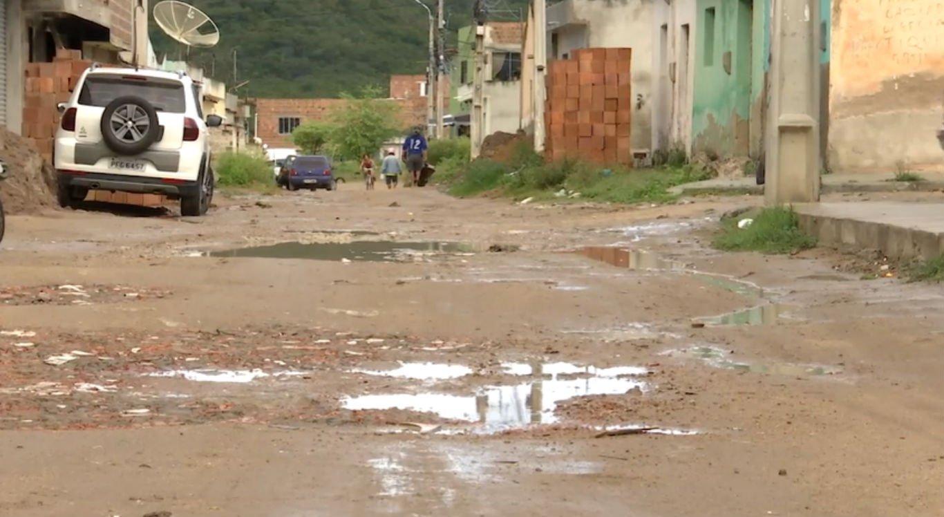 Rua no bairro São João da Escócia, em Caruaru