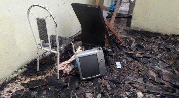 Fogo destruiu inclusive o auxílio emergencial