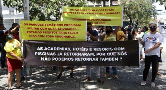 Donos e funcionários de parques de diversão protestam por reabertura