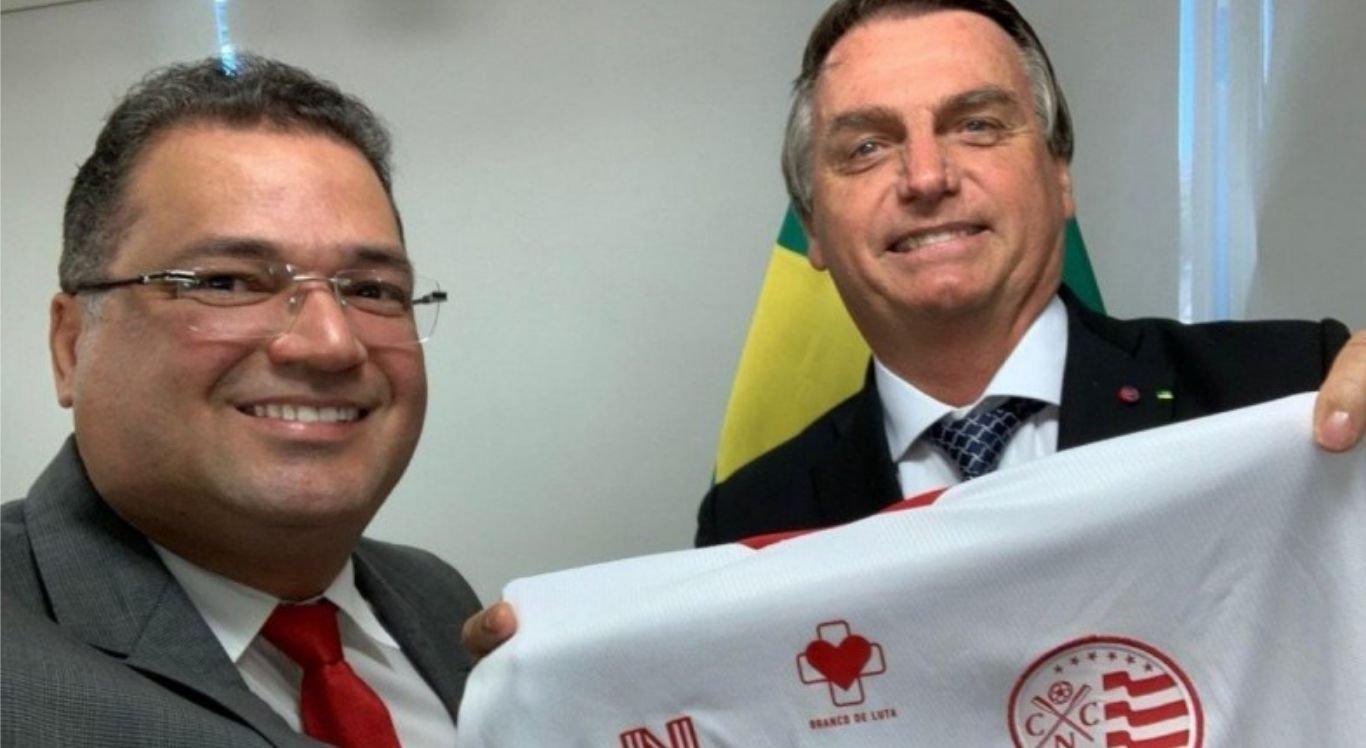 Presidente do Náutico, Edno Melo, presenteou presidente com camisa oficial