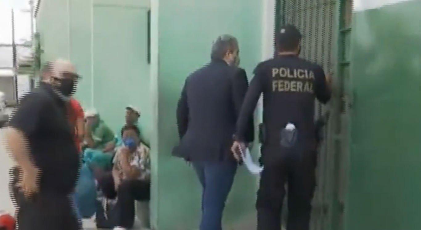Prefeito de Agrestina, Thiago Nunes, chega à Penitenciária Juiz Plácido de Souza