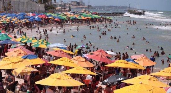 Na praia do Pina a aglomeração se repetiu
