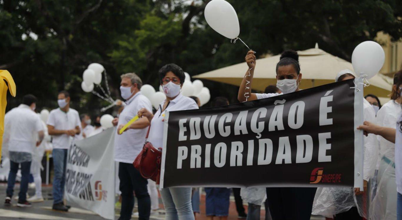 Representantes das escolas particulares realizaram protesto em 3 de setembro